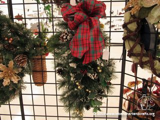 Jane Oakes made this festive door decoration